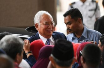 Malaysia's former prime minister Najib Razak (C) arrives at a court for his trial over 1MDB corruption allegations in Kuala Lumpur on April 3, 2019. (Photo by Mohd RASFAN / AFP)