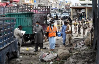 Pakistani security officials inspect the site of a bomb blast at a fruit market in Quetta on April 12, 2019. - At least 16 people were killed and 30 wounded in a powerful blast on April 12 apparently targeting the Shia Hazara ethnic minority at a busy fruit market in Pakistan's southwestern city of Quetta, officials said. (Photo by BANARAS KHAN / AFP)