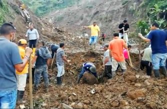 Grab taken from an AFP video showing people searching for others who might be trapped under rubble after a mudslide buried eight houses killing at least 14 people and injuring five in the municipality of Rosas, department of Valle del Cauca in southwestern Colombia, on April 21, 2019. - The National Risk Management agency attributed the mudslide to the heavy rains that have battered the country for several weeks. (Photo by Camilo FAJARDO / AFP)
