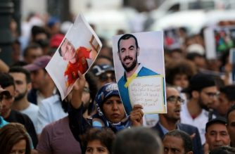 """Protesters demonstrate against the jailing of """"Hirak"""" movement demonstrators, in Rabat on June 27, 2018. - The jailing of demonstrators for up to 20 years over unrest in 2016 sparked anger in Morocco on Wednesday, with some warning it could threaten further instability. (Photo by - / AFP)"""