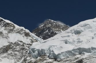 In this photograph taken on April 21, 2018, Mount Everest (height 8848 metres) is seen in the Everest region some 140 km northeast of the Nepali capital Kathmandu. - The route is a busy gateway for tourists, climbers and porters heading to the Mount Everest region in Nepal. (Photo by PRAKASH MATHEMA / AFP)