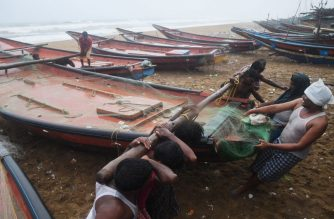 Indian fishermen pull a boat to higher ground on a beach in Puri in the eastern Indian state of Odisha on May 2, 2019, as Cyclone Fani approached the Indian coastline. - Nearly 800,000 people in eastern India have been evacuated from the expected path of a major cyclone packing winds up to 200 kilometres (125 miles) per hour and torrential rains, officials said May 2. (Photo by Dibyangshu SARKAR / AFP)