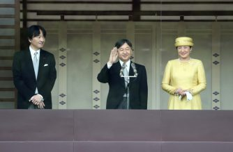 Japan's Emperor Naruhito (C) and Empress Masako (R) make their first public appearance after ascending to the throne, along with Crown Prince Akishino (L), at the Imperial Palace in Tokyo on May 4, 2019. - Emperor Naruhito urged Japan to work together for world peace as he made his first public appearance on May 4 in front of a cheering, flag-waving crowd of tens of thousands. (Photo by Behrouz MEHRI / AFP)