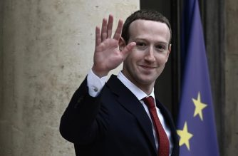 Facebook chief Mark Zuckerberg waves as he leaves the Elysee Palace in Paris on May 10, 2019, after a meeting with the French president. - Zuckerberg met the French President at the Elysee Palace on May 10, 2019, facing new pressure to crack down on the spread of disinformation as well as a call from a co-founder of Facebook for the California-based giant to be broken up. (Photo by Philippe LOPEZ / AFP)