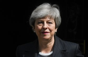 Britain's Prime Minister Theresa May leaves 10 Downing Street in London on May 22, 2019, ahead of the weekly Prime Minister's Questions (PMQs) question and answer session in the House of Commons. - British Prime Minister Theresa May's final bid to salvage her EU divorce deal appeared doomed on Wednesday as pro-Brexit Conservatives and opposition MPs rejected her attempts at a compromise to end months of deadlock. (Photo by Daniel LEAL-OLIVAS / AFP)