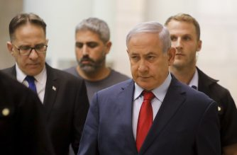 Israeli Prime Minister Benjamin Netanyahu (R) walks to a party meeting in the Knesset (Israeli parliament) building in Jerusalem on May 29, 2019. (Photo by Menahem KAHANA / AFP)