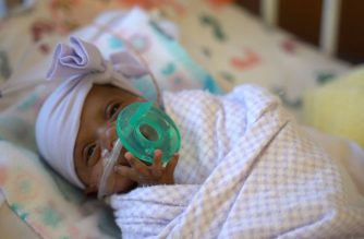 """In this picture received by AFP from Sharp Mary Birch Hospital for Women & Newborns on May 29, 2019, shows baby Saybie, the world's smallest surviving newborn, when she weighed 3 lbs in March 2019 in San Diego, California. - A baby girl who weighed 245 grams and measured 23 cm became the smallest baby in the world, a US hospital reported after being discharged five months after being in intensive care. (Photo by HO / Sharp HealthCare. / AFP) / RESTRICTED TO EDITORIAL USE - MANDATORY CREDIT """"AFP PHOTO / Sharp HealthCare/HO"""" - NO MARKETING NO ADVERTISING CAMPAIGNS - DISTRIBUTED AS A SERVICE TO CLIENTS"""