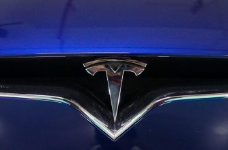 A Tesla logo is seen on a vehicle parked at a charging station inside a mall in Shanghai on October 23, 2017. - Tesla has reached an agreement with Shanghai authorities that would make it the first foreign automaker to build its own plant in China, putting it in the driver's seat in the world's biggest electric-vehicle market, the Wall Street Journal reported. (Photo by CHANDAN KHANNA / AFP)