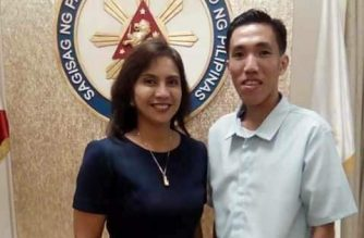 """This is one of several pictures showing Vice President Leni Robredo with Rodel Jayme, the alleged administrator of the Metro Manila site that the NBI said helped spread the """"Bikoy"""" videos against President Rodrigo Duterte's family."""