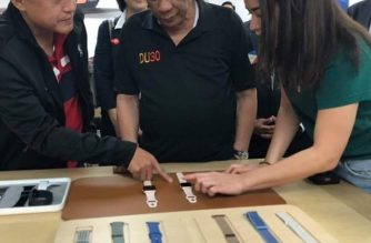 In photos: President Duterte visits some Tokyo shops with Avanceña, Go