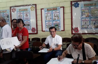 Isko Moreno cast his vote at the Manuel L. Quezon Elementary School in Manila on Monday, May 13./Moira Encina/Eagle News/