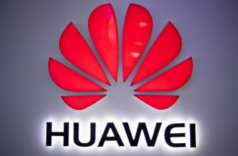 In this photo taken on May 27, 2019, a Huawei logo is displayed at a retail store in Beijing. - China is digging in for a tough period of deteriorating ties with the United States, fanning the flames of patriotism with Korean War films, a viral song on the trade war, and editorials lambasting Washington. (Photo by FRED DUFOUR / AFP)