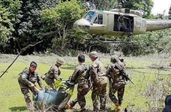 In this handout photo released by the Armed Forces of the Philippines - Joint Task Force Sulu on May 31, 2019, soldiers prepare to evacuate wounded and dead bodies as pursuit operations continue in Patikul of the province of Sulu, after the fight between soldiers and kidnappers of IS-linked militant Ewold Horn. - A Dutch birdwatcher held by Islamic State-linked militants was killed on May 31 during a firefight between his kidnappers and soldiers in the southern Philippines, according to the military, which said he was shot by his captors as he tried to escape. (Photo by HANDOUT / ARMED FORCES OF THE PHILIPPINES / AFP)