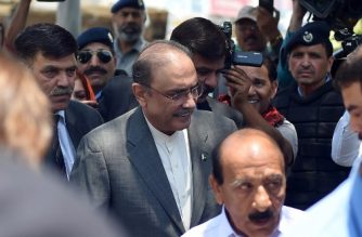 Former Pakistani President and the co-chairperson of Pakistan People's Party (PPP) Asif Ali Zardari (2L) arrives for his bail appeal at Islamabad High Court on June 10, 2019. - The Islamabad High Court has rejected an application seeking extension in the pre-arrest bails of PPP co-chairman Asif Ali Zardari and his sister Faryal Talpur in the fake accounts case. (Photo by FAROOQ NAEEM / AFP)