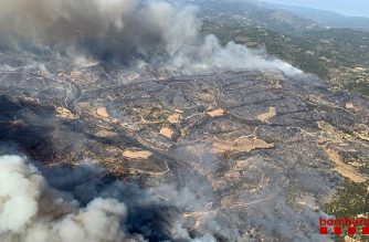 "This handout aerial picture released on June 26, 2019 by the firefighters of Catalonia, Bombers Generalitat Catalunya, shows a wildfire at Torre de l´Espanyol in Ribera d´Ebro,  on the banks of the river Ebre, northeastern Spain. - Authorities raised alerts as Europe's record-breaking June heatwave threatened to intensify with temperatures heading into the 40s Celsius. The choking heat has prompted traffic restrictions, sparked forest fires and fanned debate over public nudity as sweltering Germans stripped off. (Photo by Handout / Bombers Generalitat Catalunya / AFP) / RESTRICTED TO EDITORIAL USE - MANDATORY CREDIT ""AFP PHOTO / HANDOUT / BOMBERS GENERALITAT CATALUNYA"" - NO MARKETING NO ADVERTISING CAMPAIGNS - DISTRIBUTED AS A SERVICE TO CLIENTS"