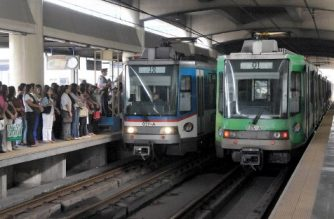 Philippines commuters (L) queue up to board a train at a Light Rail Transit (LRT) station in Manila on July 11, 2008. Commuting in Manila, a sprawling city of more than 12 million people, has never been easy. Most of the city's public transport vehicles are second-hand, poorly maintained and in many other countries, would never be allowed on the road let alone to carry passengers. The only modern part of the city's public transport system is the overhead Light Rail Transit (LRT) and the Metro Rail Transit (MRT). But they have reached maximum capacity and trains are said to be dangerously overcrowded during the morning and evening rush hour.  AFP PHOTO/Jay DIRECTO (Photo by JAY DIRECTO / AFP)