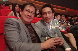 EBC Films' Hapi ang Buhay, the Musical director Carlo Ortega Cuevas (right) with Abet Alfonso holding the trophy for Best Indie Theme Song of the Year at the 35th PMPC Star Awards for Movies. Photo courtesy of MJ Racadio.