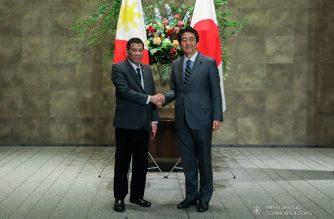 President Rodrigo Roa Duterte receives a warm welcome from Japanese Prime Minister Shinzo Abe prior to the banquet at the Prime Minister's Office in Tokyo, Japan on May 31, 2019. TOTO LOZANO/PRESIDENTIAL PHOTO