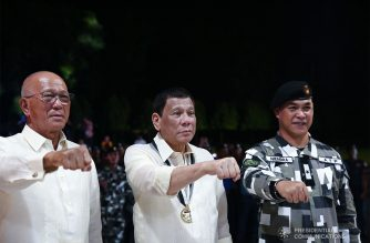 President Rodrigo Roa Duterte strikes his signature pose with Defense Secretary Delfin Lorenzana and Presidential Security Group (PSG) Commander Brigadier General Jose Niembra during the 122nd PSG anniversary at the PSG Compound on June 26, 2019. ALFRED FRIAS/PRESIDENTIAL PHOTO