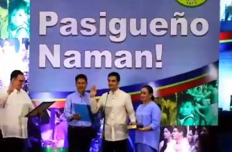 Newly elected Pasig City mayor Vico Sotto takes his oath of office, formally ending 27 years of Eusebio clan's rule of the city. (Courtesy Tantan Alcantara/ Eagle News Service)
