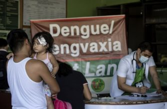 This photo taken on March 5, 2018 shows patients arriving at the East Avenue Medical Center in Manila. - While Dengvaxia's maker Sanofi has said unequivocally that its world-first anti-dengue fever vaccination is safe, Philippine authorities disagree publicly over whether it could have contributed to children's deaths. The resulting confusion has prompted a dangerous plunge in vaccination rates in the Philippines for other diseases. (Photo by Noel CELIS / AFP) / TO GO WITH Philippines-health-dengue-vaccine, FOCUS by Cecil MORELLA