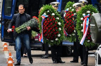 "Navy sailors carry wreaths prior to a funeral in Saint Petersburg on July 6, 2019, three days after a fire that killed 14 officers on what was reportedly a nuclear-powered mini-submarine. - The fire on a Russian submersible that killed 14 navy officers this week started in the vessel's battery compartment and did not impact its nuclear reactor. According to Russian medias, the submarine is a Russian AS-31, a nuclear-powered deep-water submarine that is part of the ""Losharik"" project, the unofficial name for a project run by the top-secret Main Directorate of Deep Sea Research (GUGI). (Photo by OLGA MALTSEVA / AFP)"