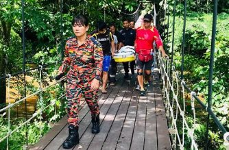 "This handout from the Sarawak Fire and Rescue Department taken and released on July 13, 2019 shows the body of Dutch tourist Peter Hans Hovenkamp being carried out of Mulu National Park on the island of Borneo. - Flash floods killed the Dutch tourist in a popular cave located in the rugged Mulu National Park on Malaysia's Borneo island, an official said on July 13, as a search continues for a missing guide. (Photo by Handout / SARAWAK FIRE AND RESCUE DEPARTMENT / AFP) / -----EDITORS NOTE --- RESTRICTED TO EDITORIAL USE - MANDATORY CREDIT ""AFP PHOTO / SARAWAK FIRE AND RESCUE DEPARTMENT "" - NO MARKETING - NO ADVERTISING CAMPAIGNS - DISTRIBUTED AS A SERVICE TO CLIENTS"
