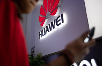 (FILES) In this file photo taken on May 27, 2019, a Huawei logo is displayed at a retail store in Beijing. - Embattled Chinese telecom giant Huawei unveiled plans July 22, 2019 to deploy high-speed wireless internet to dozens of underserved communities in Canada's remote northern regions. (Photo by FRED DUFOUR / AFP)