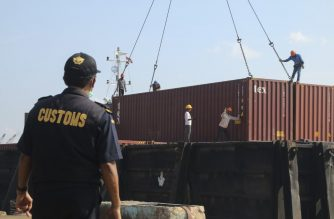 An Indonesian custom officer examine a process as they pepare to return containers full with hazardous rubbish to original countries in Batam on July 29, 2019. - Indonesia has returned seven shipping containers of illegally imported waste to France and Hong Kong, an official. (Photo by SEI RATIFA / AFP)