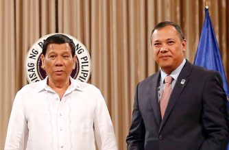 (File photo)  President Rodrigo Duterte with Government Service Insurance System (GSIS) President and General Manager Jesus Clint Aranas during the signing of agreement to extend a financial assistance loan for DepEd personnel in April 2018.  (Photo cropped from GSIS photo/Courtesy gsis.gov.ph)