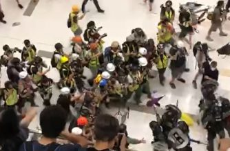 Hong Kong clashes turned violent inside a mall.  (Photo grabbed from video taken by EBC correspondent in Hong Kong, Kit Wong and her team/ Eagle News Service)