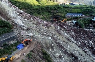 This photo taken on August 15, 2019 shows a landslide which covered railway tracks in Ganluo in China's southwestern Sichuan province. - More than a dozen workers remain missing on August 16 after a landslide in southwest China buried a section of an under-construction railway, according to state media. (Photo by STR / AFP) / China OUT