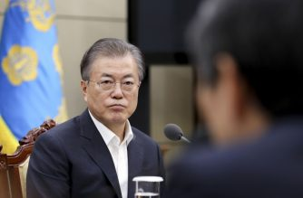 South Korean President Moon Jae-in (L) attends a meeting following a weekly meeting of the National Security Council's standing committee at the presidential Blue House in Seoul on August 22, 2019 - South Korea said on August 22 it will terminate its military intelligence-sharing pact with Japan amid intensifying trade and diplomatic disputes with Tokyo. (Photo by - / YONHAP / AFP) / - South Korea OUT / REPUBLIC OF KOREA OUT  NO ARCHIVES  RESTRICTED TO SUBSCRIPTION USE