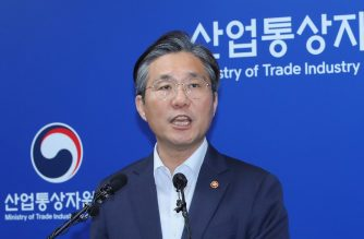 South Korea's Trade, Industry and Energy Minister Sung Yun-mo speaks during a press briefing at the ministry in Sejong, south of Seoul, on August 12, 2019. (Photo by - / YONHAP / AFP)
