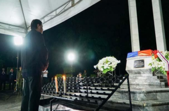 President Rodrigo Duterte visited the Libingan ng mga Bayani on Monday night to commemorate National Heroes Day./Palace/