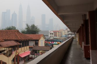 An empty school with landmark Petronas Twin Towers (L) in the background are seen blanketed by haze in Kuala Lumpur on September 18, 2019. - Toxic haze from Indonesian forest fires closed thousands of schools across the country and in neighbouring Malaysia on September 18, while air quality worsened in Singapore just days before the city's Formula One motor race. (Photo by SADIQ ASYRAF / AFP)