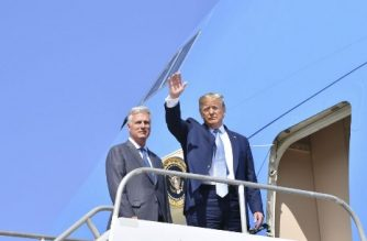US President Donald Trump(R)waves next to new national security advisor Robert O'Brien on September 18, 2019 at Los Angeles International Airport in Los Angeles, California. - Last week, Trump abruptly fired John Bolton, a vigorous proponent of using US military force abroad and one of the main hawks in the administration on Iran. O'Brien has until now served as Trump's envoy for situations involving US hostages abroad. He comes into the new job with backing from Secretary of State Mike Pompeo and senior Republicans in Congress. (Photo by Nicholas Kamm / AFP)
