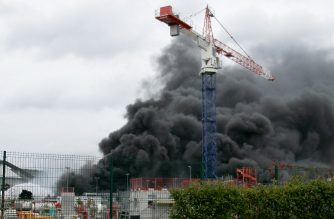 In this picture taken on September 26, 2019 in Rouen, smoke billows from a Seveso classified Lubrizol factory on fire. - Residents of twelve towns including Rouen have been asked to stay at home after a fire broke out at a Lubrizol factory classified Seveso high-threshold site, according to the prefect of Normandy. (Photo by Lou BENOIST / AFP)