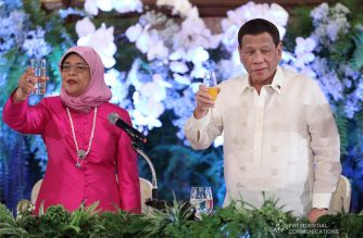 President Rodrigo  Duterte and Republic of Singapore President Halimah Yacob raise their glasses for a toast during the state banquet at the Malacañan Palace on September 9, 2019. ACE MORANDANTE/PRESIDENTIAL PHOTO