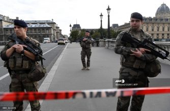 French soldiers stand guard near Paris prefecture de police (police headquarters) on October 3, 2019 after four officers were killed in a knife attack. - A man wielding a knife stabbed and killed four officers at the police headquarters in the heart of central Paris on Thursday, before being shot dead. (Photo by Bertrand GUAY / AFP)