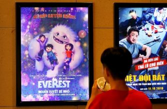 "A boy looks at a poster for the animated movie ""Everest Nguoi Tuyet Be Nho"", also known as ""Abominable"", at a movie theatre in Hanoi on October 14, 2019. - Vietnam has pulled the animated film ""Abominable"" from theatres over a scene featuring a map of the South China Sea showing Beijing's claims in the flashpoint waterway, state media reported on October 14. (Photo by Nhac NGUYEN / AFP)"