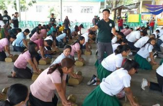 Mga guro at estudyante sa Sa Jose City National High School  sa Nueva Ecija na lumahok sa Cardiopulmonary Resuscitation (CPR) training na pinangunahan ng Philippine Heart Association (PHA). (Photo by Ella Reyes/Ezra Estrada)