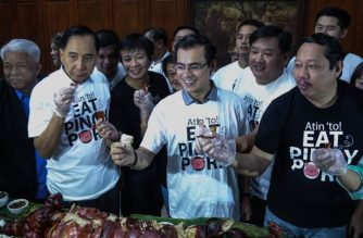 "Agriculture Secretary William Dar and Manila City mayor Isko Moreno  lead a ""boodle fight""  of  lechon and other pork dishes on Monday, Sept. 30, 2019 amid the public scare on African Swine Fever.  (Photo courtesy Department of Agriculture)"