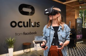 Facebook employee Elza Uzmanoff tries out an Oculus device at the company's corporate headquarters campus in Menlo Park, California, on October 23, 2019. (Photo by Josh Edelson / AFP)