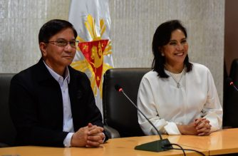 "Philippine Vice-President Leni Robredo (R) attends a press conference with Philippine Drug Enforcement Agency (PDEA) chief Aaron Aquino in Manila on November 8, 2019. - Robredo, the vocal critic that Philippine President Rodrigo Duterte has named to a lead role in his deadly drug war, on November 8 called for revamping the crackdown and ending its ""senseless"" killing. (Photo by Maria TAN / AFP)"