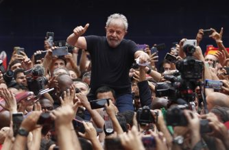 Brazilian former president (2003-2011) Luiz Inacio Lula da Silva gives his thumb up at supporters as he is taken on the shoulders through the crowd during a gathering outside the metalworkers' union building in Sao Bernardo do Campo, in metropolitan Sao Paulo, Brazil, on November 9, 2019. - Brazil's leftist icon Luiz Inacio Lula da Silva walked free from jail Friday after a year and a half behind bars for corruption following a court ruling that could release thousands of convicts. (Photo by Miguel SCHINCARIOL / AFP)