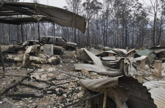 Cars and a house lay burnt out after bushfires impacted on houses and farmland near the small town of Glenreagh, some 600kms north of Sydney, on November 13, 2019. - Bushfires raging across eastern Australia singed Sydney's suburbs, with firefighters scrambling planes and helicopters to douse a built-up neighbourhood with water and red retardant. (Photo by WILLIAM WEST / AFP)
