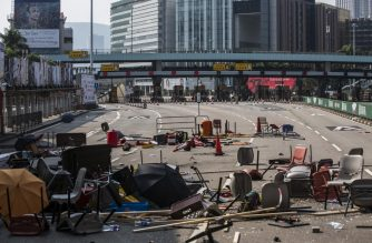 Debris blocks the Cross Harbour Tunnel, normally one of the busiest roads in Hong Kong, outside The Hong Kong Polytechnic University where students and protesters have barricaded themselves in on November 14, 2019. - Pro-democracy protesters challenging China's rule of Hong Kong on November 14 choked the city for a fourth straight working day, firing arrows at police, barricading roads and disrupting transport links, as schools and businesses closed. (Photo by ISAAC LAWRENCE / AFP)