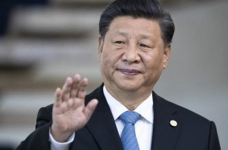 China's President Xi Jinping waves the press before the 11th BRICS Summit at the Itamaraty palace on November 14, 2019 in Brasilia, Brazil. - Brazil's President Jair Bolsonaro walked a diplomatic tightrope, as he seeks to boost ties with Beijing and avoid upsetting key ally Donald Trump, on the eve of a summit with their BRICS counterparts from Russia, India and South Africa. (Photo by Pavel Golovkin / POOL / AFP)