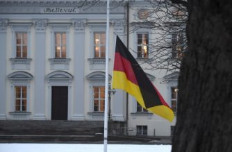 Half-mast hoisted German flag is seen on January 31, 2015 after death of former German president Richard von Weizsaecker at the Schloss Bellevue castle in Berlin. Richard von Weizsaecker, who died aged 94, was the first president of a reunited Germany and played a major role in helping the country face up to its Nazi past.  AFP PHOTO / ODD ANDERSEN (Photo by ODD ANDERSEN / AFP)